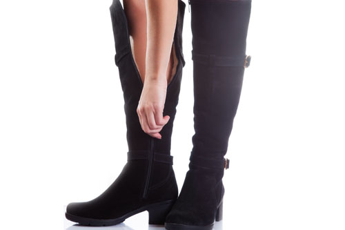 3922bac6041ee Zamszowe buty wciąż hitem - z czym je nosić? - Porady moda